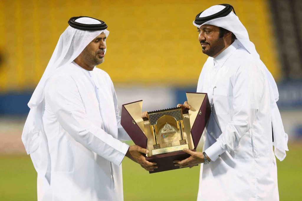 Mr Mohammed Alhameli (L) presents a gift to Mr Ameer Al Mulla (R) at the closing ceremony